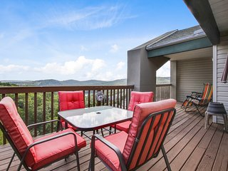 Next to Silver Dollar City; Indoor Heated POOL and Kids Splash Pad
