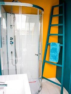 La salle de bains du premier.