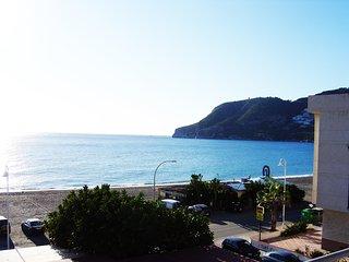 Piso amplio a pie de playa en La Herradura