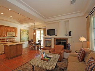 A Single Story One Bedroom Spa Villa with a King Bed, Full Kitchen and Patio!, La Quinta