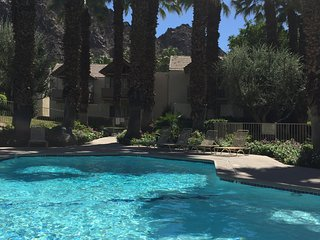 Beautiful mountain cove, Indian wells