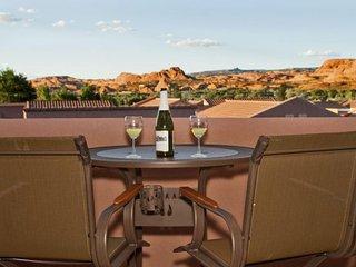 Desert getaway w/ shared seasonal pool, community hot tub & sport courts, Moab
