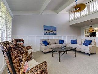 Loggerhead Cay #403: Beautifully Updated 2 BR East End Condo Steps to Beach!, Sanibel Island