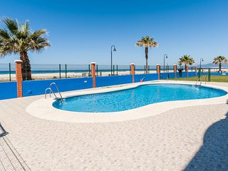 Tarifa front beach apartment (private wi-fi)