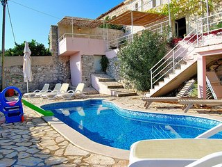Villa Tony-Five Bedroom Villa with Pool