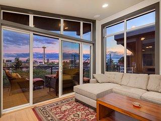 Top Seattle Location with Stellar Views, Sleeps 6