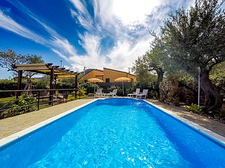 3 bedroom Villa in Cefalù, Sicily, Italy : ref 2253782