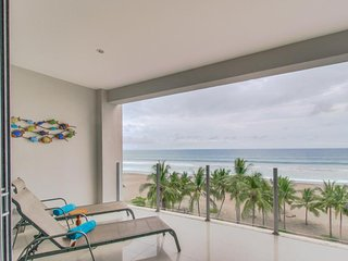Oceanfront tropical condo with pool and beach access and stunning views!