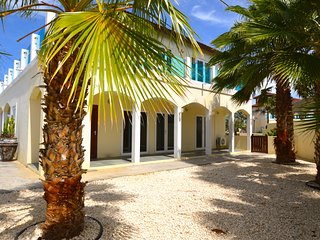 Beautiful Private Villa behind Marriott Palm Beach, Palm/Eagle Beach