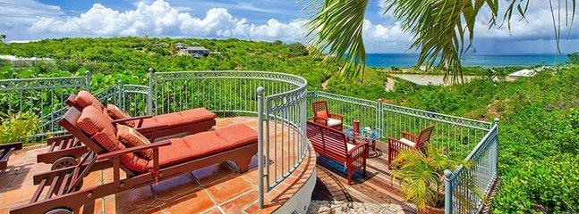 Villa Azur Reve 2 Bedroom (Surrounding The Pool Are Beautiful And Plentiful