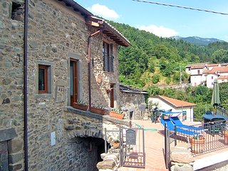 3 bedroom Villa in Valle-Montale, Tuscany, Italy : ref 5055072