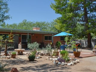 Pet Friendly 1 1/4 Acre Riparian Retreat, Tucson