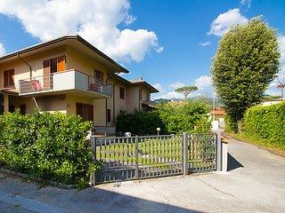 3 bedroom Villa in Marina di Pietrasanta, Tuscany, Italy : ref 5055111