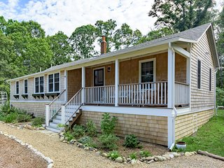 ARMSA - Cozy Newly updated Seashore Cottage,  East Chop Highlands Area