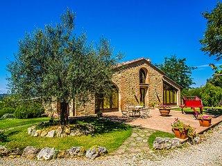 4 bedroom Villa in San Gimignano, Chianti Classico, Italy : ref 2214258