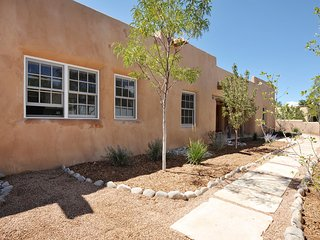 Casa Kateri  Renovated, Lux  3BR 2BA in Historic East Side