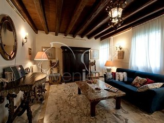 Casa dell'Albero - House with canal view and terrace, Veneza