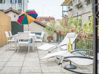 Canal View with Terrace - Large and bright apartment with 3 bedrooms with a spacious terrace and canal view, Venice