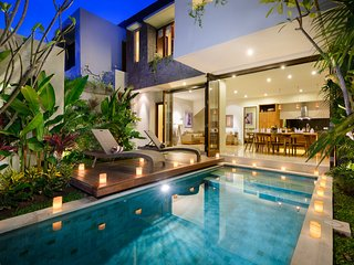 VILLA SOPHIA - NEW AND AFFORDABLE 4 BED VILLA, 400M TO DOUBLE SIX BEACH, Legian