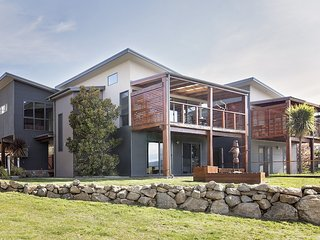 Ned Kelly's Retreat - Sophisticated style with modern convenience and magical ou