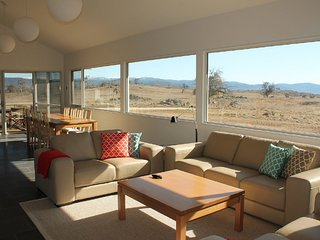 Manna Tree Farm -modern home with majestic views in stunning countryside