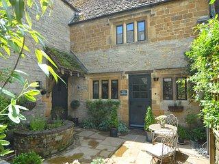 46649 Cottage in Darlingscott, Stratford-upon-Avon
