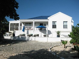 Blue Pearl Villa - Ideal for Couples and Families, Beautiful Pool and Beach