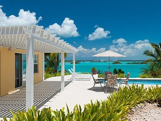 Breezy Palms Villas - Ideal for Couples and Families, Beautiful Pool and Beach