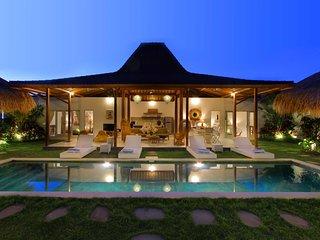 #H1 8BR Oberoi - 250m Seminyak Square 700m Beach Villa