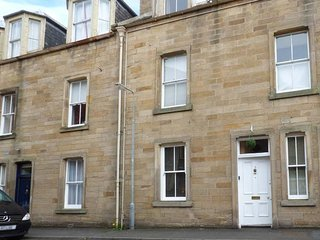 3 QUEEN MARYS BUILDINGS, ground floor apartment, open plan living area, parking, shared green, in Jedburgh, Ref 947796