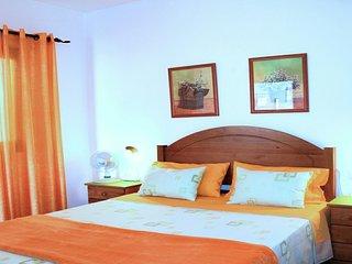 Céntrico piso, 3 dormitorios, 2 km de la playa