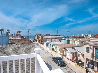 120 B 24th Street- Upper 3 Bedroom 2 Bath, Newport Beach
