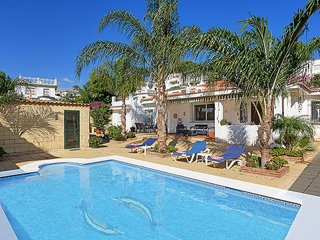 Detached Villa Private Pool Close to Cafes & Shops, Marbella