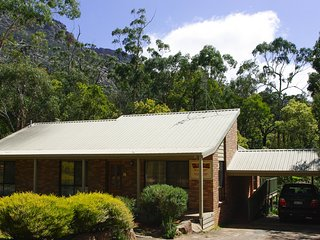 Waratah Cottage - Grampians Escape, Halls Gap