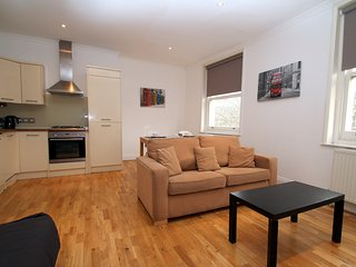 SUPERB WELL LOCATED FLAT & GREAT VALUE FOR MONEY