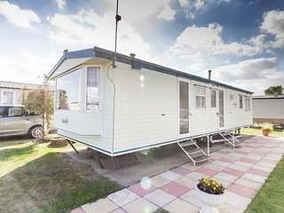 6 Berth Caravan in Hopton Haven Holiday Park,Great Yarmouth Ref:80042 Greenways