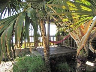 Maison les pieds dans l'eau, feet in the water, Baie du Tombeau