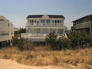Fantastic 6 bedroom, 6.5 bath A/C home with outstanding ocean views!