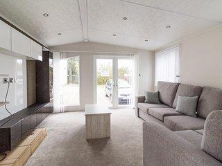 Broadland sands ref  20214  6 Berth stunning with decking  BRAND NEW caravan., Great Yarmouth