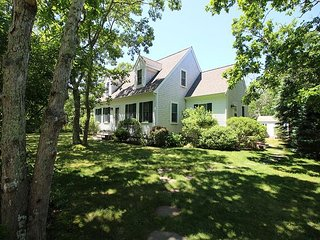 Beautifully decorated home close to Edgartown, beaches, bike path