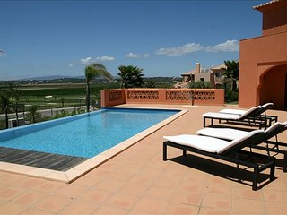 Lewa White Villa, Amendoeira Golf, Algarve