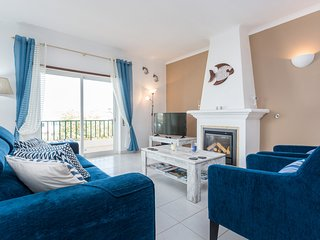 Cool & Vibrant 2 Bed Apartment in central Luz | Sea views