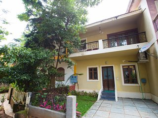 Zuperb 1 min walk to Calangute beach & sleeps 10 wth extra cost & mattresses