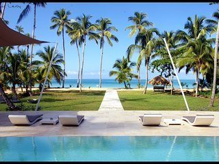 Beautiful 11 bedroom villa directly on the beach, Las Terrenas