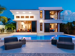 2-storey beachfront villa with sweeping sea views from every room, Leeward
