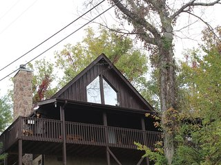 Fantastic mountain view log cabin!, Sevierville