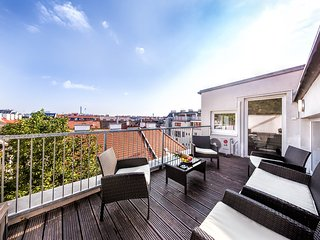 Large central Penthouse Apartment with terrace, Vienne