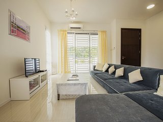 (^_^) 3-storey 5BR House Near USM & Georgetown
