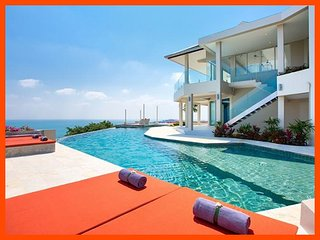 Villa 47 - Fantastic sea views (4 BR option) continental breakfast included
