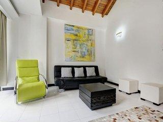Comfy & Cozy Apartment near Parque Lleras